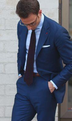 groomsmen - navy suits with light blue shirts Costume Marin, Mode Costume, Der Gentleman, Gentleman Style, Mens Fashion Blog, Suit Fashion, Fashion Menswear, Costumes Bleus, Costume Bleu Marine