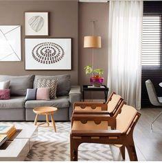 Que living mais lindo... E com uma composição super estilosa, moderna e aconchegante! (Projeto by Juliana Pippi) #decor #decoração #decoracao #decorating #decoration #architecture #arquitetura #homedecor #homedesign #interiordesign #homestyling #homestyle #instadecor #instahome #design #inspiration #inspiração #cool #livingroom #furniture #archilovers #archidaily #interiors #interiores #interior #style #designdeinteriores #arquiteturadeinteriores #bestoftheday