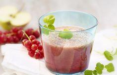 Kresse-Johannisbeer-Mix - 10 köstlich-cremige Smoothie-Rezepte - Zutaten für 2 Gläser: - 1 Handvoll Johannisbeeren - 1 Handvoll Brunnenkresse - 2 Äpfel - 100 ml kalter Baldriantee - 100 ml Mineralwasser mit Kohlensäure...