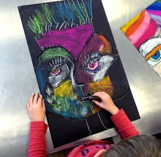 Sandra Silberzweig inspired self portraits from small hands big art - a fun chalk pastel art lesson! Self Portrait Kids, L'art Du Portrait, Kids Art Class, Art For Kids, Club D'art, Sandra Silberzweig, Girl Faces, Chalk Pastel Art, Atelier D Art