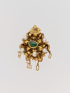 This gold cluster jewel includes the Latin word amor (love) in gold letters. Mid-15th century ✦