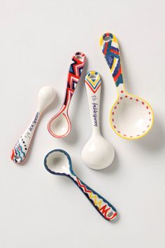 measuring spoons.