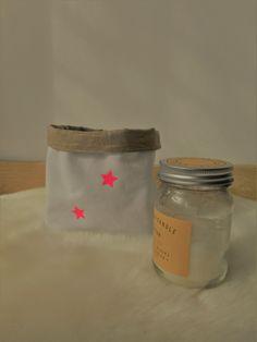 corbeille de rangement en linge ancien blanc et lin doré irrisé : Meubles et rangements par laet-it-broc