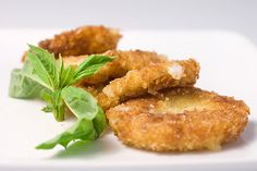 Served this over a plate of pasta & sauce! Creamy mozzarella marinated in olive oil, basil and garlic. Breaded with panko and fried until golden. Finger Food Appetizers, Yummy Appetizers, Appetizers For Party, Appetizer Recipes, Snack Recipes, Party Snacks, Cheese Recipes, Good Food, Yummy Food