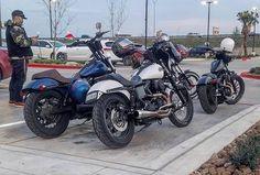 #cse @adrian.ht.ortiz  One nice looking parking space  #dyna #fxdb #fxd #harleypage #sportster #dynamite_crew #dynadisciples #dynaholics #bassani #twobrothersracing #tbr #legendsuspensions #biltwell #memphisshades #speedfreaks