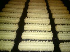 Jednostavan a mnogo ukusniji od kupovnih… Kitchen Recipes, Baking Recipes, Cookie Recipes, Dessert Recipes, Bosnian Recipes, Croatian Recipes, Macaron Cookies, Cupcake Cookies, Christmas Desserts