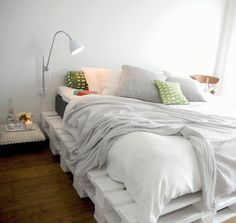 If you can make your own pallet bed or other pallet furniture then it would be an amazing money saving project. Here in this article, we will provide you 25 amazing and creative DIY pallet furniture ideas Wooden Pallet Beds, Pallet Bed Frames, Diy Pallet Bed, Pallet Headboards, Headboard Frame, Pallet Ideas, Pallet Designs, Wooden Crates, Pallett Bed