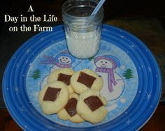 A Day in the Life on the Farm:  It's a #Cookielicious special event for #SundaySupper today. I am sharing a recipe for brown eyed susans.  A delicious tender butter cookie with a hint of mint.