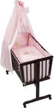 Dieses bezaubernde Wiegenset ist ein echter Blickfang für jedes Babyzimmer! Das Set beinhaltet Bettwäsche, Himmel und ein Nestchen, das ihr Kind bestens vor ungewollten Stößen schützt.