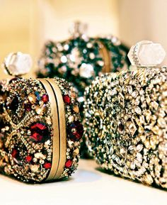 Marchesa - chiffon et ribbons clutches and evening bags Bling Bling, It Bag, Outfit Essentials, Marchesa, Beautiful Bags, Clutch Purse, Evening Bags, Evening Clutches, Purses And Bags