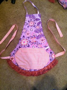 Child's apron-taking orders @ thebunandtheoven11@gmail.com