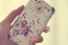 I want this for my iPhone. So pretty!