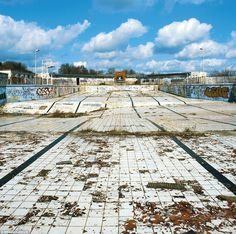The Absence of Water is a photo series by Gigi Cifali that focuses on abandoned swimming pools built during England's Victorian era. These desolate landscapes, that once provided such fun and joy to many, are now hauntingly beautiful artifacts. Old Buildings, Abandoned Buildings, Abandoned Places, Abandoned Ohio, Abandoned Vehicles, Portsmouth, Birmingham, Empty Pool, Abandoned Amusement Parks