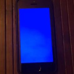 iPhone 5s Users Seeing 'Blue Screen of Death' By Chloe Albanesius October 11, 2013