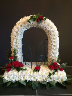 Wonderful Photos gates of heaven Funeral Flowers Tips No matter if you might be preparing or even visiting, memorials are invariably any sorrowful and often traumat. Funeral Floral Arrangements, Church Flower Arrangements, Church Flowers, Funeral Flowers, Grave Decorations, Flower Decorations, Condolence Flowers, Flower Arrangement Designs, Funeral Tributes