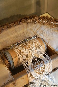 Antique Lace, Vintage Lace, Vintage Sewing, Col Crochet, Crochet Doilies, Bobbin Lacemaking, Bobbin Lace Patterns, Diy Crafts For Gifts, Linens And Lace