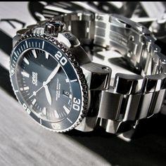 Oris Aquis Date 43mm #luxurywatch #Oris-swiss Oris Swiss Watchmakers  Pilots Divers Racing watches #horlogerie @calibrelondon