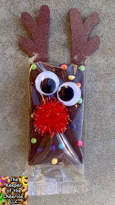 rudolph-reindeer-brownies DIY food gift project for Christmas holiday idea. Christmas Snacks, Christmas Crafts For Kids, Christmas Goodies, Diy Christmas Gifts, Christmas Fun, Holiday Crafts, Christmas Decorations, Christmas Class Treats, Christmas Carol