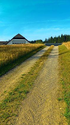 A trail, a farm and summer. Oberneukirchen, Österreich / Austria