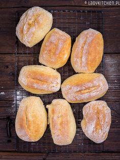 Bułki jogurtowe. Delikatne i puszyste bułeczki śniadaniowe z dodatkiem miodu. Idealne na śniadanie,długo utrzymują świeżość Hot Dog Buns, Hamburger, Breakfast, Sweet, Breads, Bread Rolls, Hamburgers, Braid Out, Bakeries