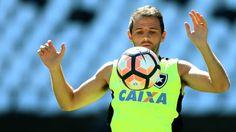 BotafogoDePrimeira: Sem dores, Montillo treina o tempo todo no Estádio...