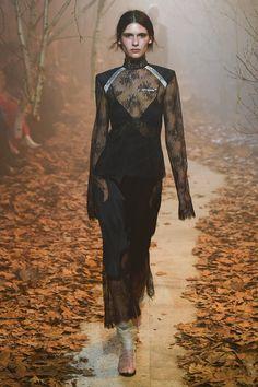 Off-White Fall 2017 Ready-to-Wear Fashion Show - Iana Godnia (Elite)