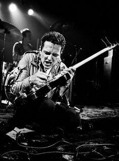 Un grupo con los lineamientos más claros y los mejores mensajes que una banda Punk Rock pudo entregar en su época: The Clash, La única banda que realmente importa, no me cansaré de escribirlo.En es…
