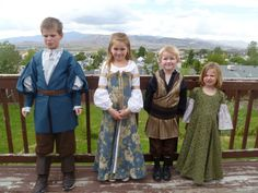 Okay THIS is soooooooo CUTE! Narnia costumes of the Pevensies for kiddos! For every parent who is a major Narnia fan. Narnia Costumes, Cute Costumes, Halloween Costumes, Halloween Halloween, Vintage Halloween, Halloween Makeup, Costume Ideas, Narnia Prince Caspian, Renaissance Wedding