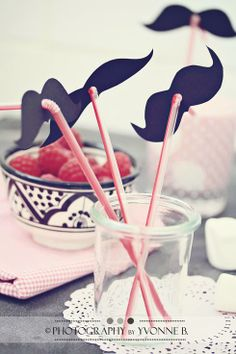 mustache party straws!