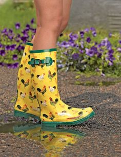 Who could possibly resist Wellies with chickens on them? - Womens Wellies in Fun Patterns Wellies Boots, Shoe Boots, Mud Boots, Clogs Shoes, Garden Boots, Rain Garden, Garden Art, Garden Ideas, Chicken Lady