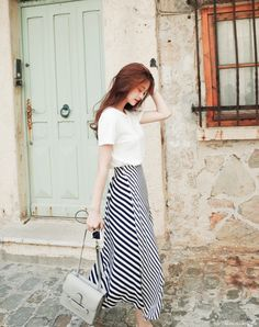 A long skirt looks elegant at any occasion it is worn to. It is an essential piece of clothing for […] Korean Fashion Trends, Korea Fashion, Asian Fashion, Modest Dresses, Modest Outfits, Modest Fashion, Long Skirt Fashion, Style Outfits, Fashion Outfits