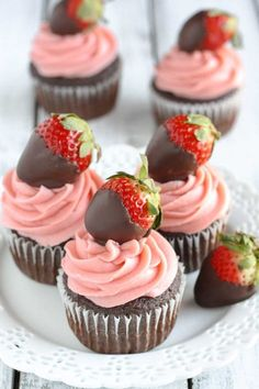 CHOCOLATE COVERED STRAWBERRY CUPCAKES-Moist chocolate cupcakes topped with a strawberry buttercream frosting and chocolate covered strawberries! These Chocolate Covered Strawberry Cupcakes are the ultimate Valentine's Day dessert Cupcake Recipes, Cupcake Cakes, Dessert Recipes, Kraft Recipes, Homemade Chocolate, Chocolate Recipes, Comida Para Baby Shower, Strawberry Buttercream Frosting, Valentines Day Desserts