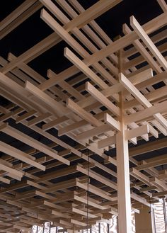 Sake no Hana - 酒の花 Sakenohana - Interior of Japanese restaurant Sake no Hana, designed by Kengo Kuma and Associates. Architecture Du Japon, Tectonic Architecture, Architecture Durable, Detail Architecture, Timber Architecture, Sustainable Architecture, Residential Architecture, Japan Architecture Modern, Pavilion Architecture