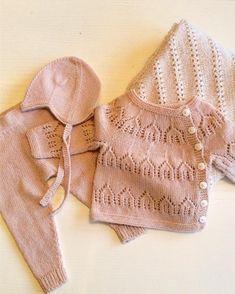 💛Hjem💛 snart skal dette varme en liten kropp. #strikk#strikking#hentesett#knittingforolive#merinoull - siljesknitsandstuff Dress With Cardigan, Baby Cardigan, Knitting For Kids, Baby Knitting, Crochet Yarn, Kids Wear, Camila, Kids And Parenting, Baby Dress
