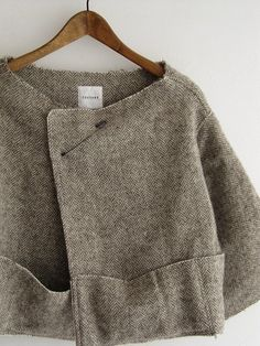simple tweed jacket - link doesn't seem to work but looks like it's mainly made from rectangles. Look Fashion, Kids Fashion, Fashion Outfits, Womens Fashion, Fashion Design, Fashion 2014, Unique Fashion, Fashion Clothes, Trendy Fashion