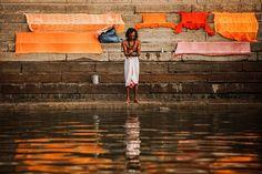 Praying at the Ganges, Uttar Pradesh | India (by nqa)