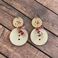 Snowman leather teardrop earrings, circle earrings, hand painted snowman leather earrings, winter earrings by ShopSimplyDistressed on Etsy Diy Leather Earrings, Diy Earrings, Leather Jewelry, Gold Earrings, Gold Bracelets, Womens Earrings, Silver Jewelry, Jewlery, Feather Earrings
