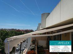 Instalación Toldo Brazo Articulado A1 Premium, lona standard color Natural, herrajes lacados en blanco. Barriada Las Pirámides (Málaga) 01/06/2016. www.ayelex.com