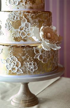 Love this gold wedding cake!  Pinned by Afloral.com.