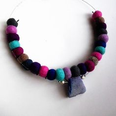 Collana perle di feltro viola grigie azzurre di TesoriDiCraftRoom
