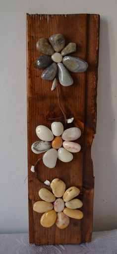 Stone Crafts, Rock Crafts, Crafts To Do, Pebble Stone, Pebble Art, Stone Art, Wood Slice Crafts, Pebble Pictures, Outdoor Crafts