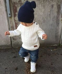 { c l a s s i c }  Jeans och stickat är en klassiker för mig på hösten och kombinationen vit/beige och blått kommer jag alltid tillbaka till  Tack för att jag fick dela din bild @petterssonemma_