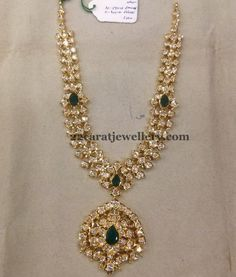 Jewellery Designs: Pachi Emerald Necklace 90 gms