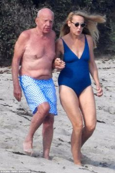 Rupert Murdoch Jerry Hall, Classic Hollywood, Old Hollywood, Camilla Duchess Of Cornwall, Old Couples, Ladies Gents, Swimsuits, Bikinis, Memes En Espanol