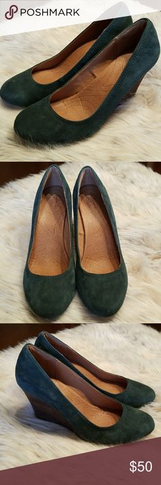 CLARKS INDIGO SUEDE LEATHER HUNTER GREEN WEDGES CLARKS INDIGO SUEDE LEATHER HUNTER GREEN WEDGES. PRELOVED. BEAUTIFUL FOR FALL AND WINTER! DEEP INDIGO GREEN COLOR. SMOKE FREE. Clarks Shoes