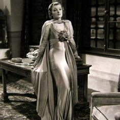 We love this photo of American actress Myrna Loy. She's so elegant!     Do you think there's still room for so much glamour nowadays?