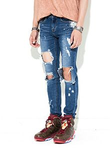 Today's Hot Pick :Destroyed Paint-Splattered Jeans http://fashionstylep.com/SFSELFAA0013254/tlrkeen/out These destroyed blue jeans are your off-duty uniform with the totally casual feel. These low rise jeans boast of whiskered hips, large rips all over, and paint-splattered portions all over the fabric. Perfect when paired with white sleeveless top with drop armholes plus black cross strap sandals.