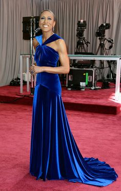 Robin Roberts looked stunning in a cobalt blue velvet gown by Marc Bouwer - Oscars 2013 Red Carpet