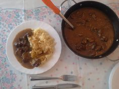 Goveđi Gulaš recept - Goulash - beef stew - Serbian Recipes, Serbian Food, Safe Cleaning Products, Goulash, Stew, Clean Eating, Meat, Ethnic Recipes, Eat Healthy