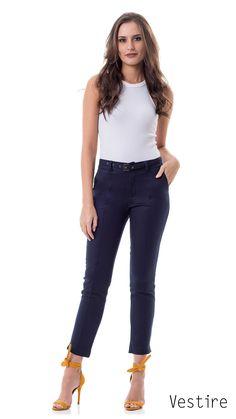 44623202cb Look Book. Fashion Urban. Primavera Verão 18. Inspiração. Look do dia.  Jeans Feminino. Moda feminina. Calça Cigarrete Alfaiataria Azul Marinho.  Cinto.